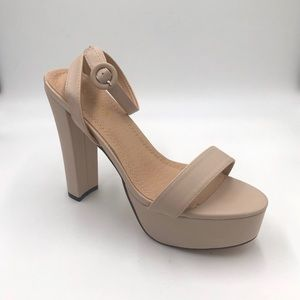 NWT  Chase and Chloe Addy Platform Sandal
